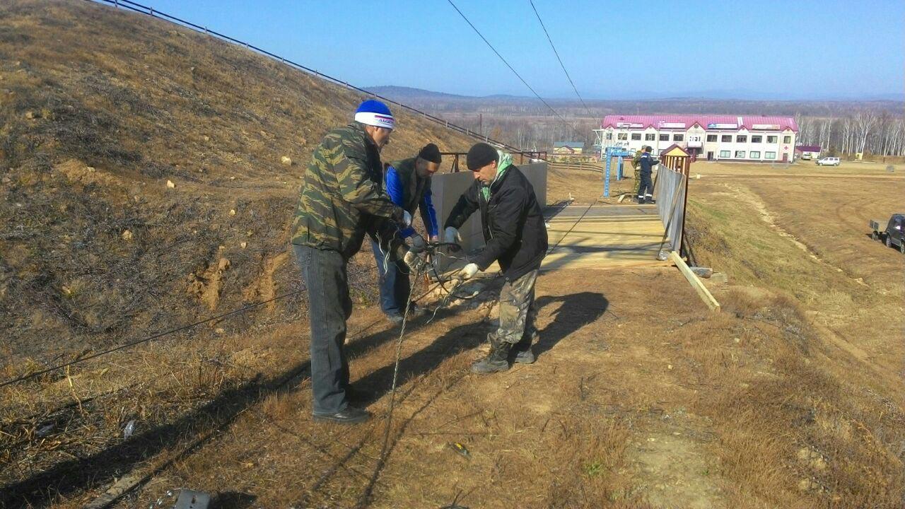 Замена троса на большом бугельном подъемнике горнолыжного склона