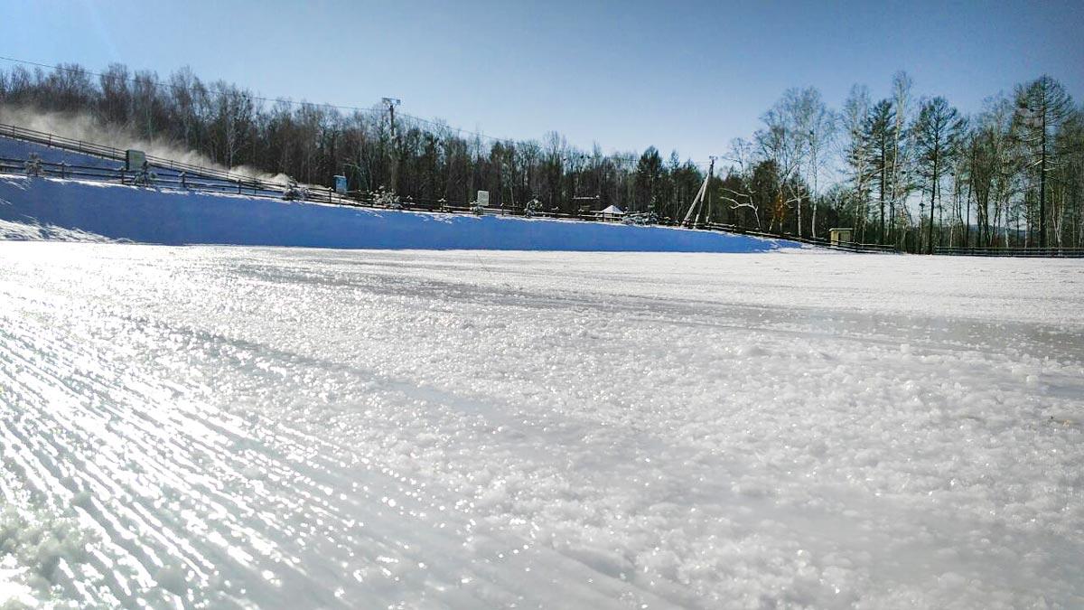 Горнолыжный комплекс Фома: оснежение склонов и заливка катка